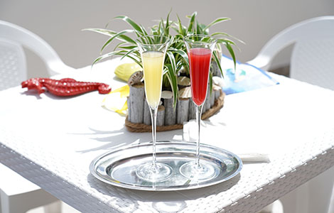 Ideal for a toast in an external area for relaxation.
